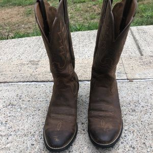 Ariat boots size 7 (will fit 7 1/2)